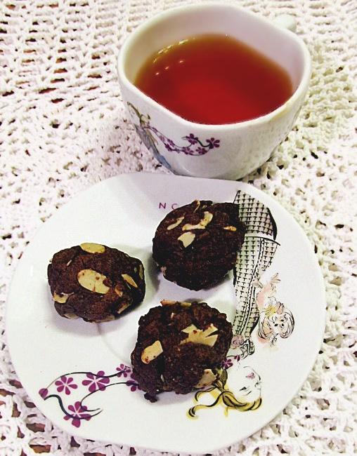 ciastka, czekoladowe, z migdałami, mąka kukurydziana, do kawy